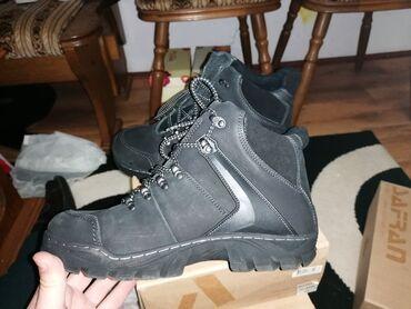 Udobne i potpuno nove cipeleDostupni brojevi su42-25,8 cm (prostor za