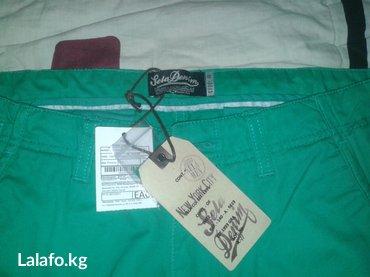 Срочно продаю! Совершенно Новые светло зеленые брюки джинсы. в Бишкек