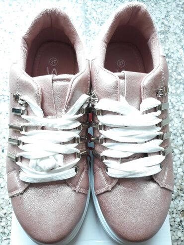 Ženska patike i atletske cipele | Kikinda: Nove sa etiketom Safran patike, velicina 37, visina pete 3.5cm