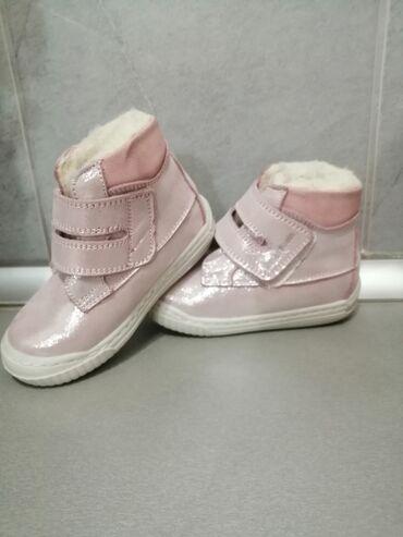 Dečija odeća i obuća - Gornji Milanovac: Nove cipelice za devojcice. Nalozene, tople, imaju ulozak za ris. Djon