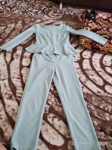 Одежда. Продаю костюм. Сидит прекрасно. Размер м в Бишкек