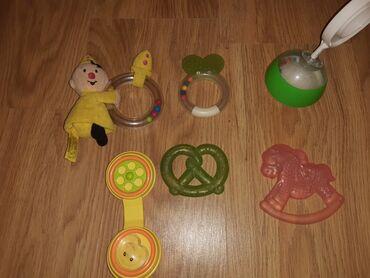 Voile blanche - Srbija: Igračkice za bebu,zvečkuce i vodene igračke,očuvane,cena za sve je 500