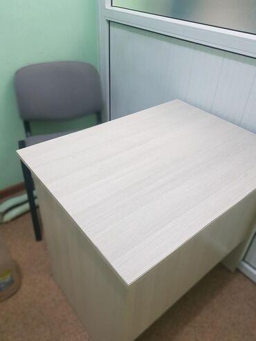Продаю столы со стульями 5 комплектов, столы белые, стулья серыеудобны