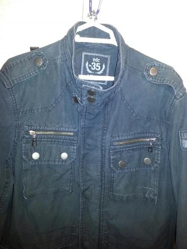 Куртка в хорошем состоянии. Легкая тонкая но плотный материал