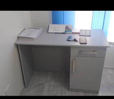 Продаю письменный стол в хорошем состоянии цена 4500 сом самовывоз