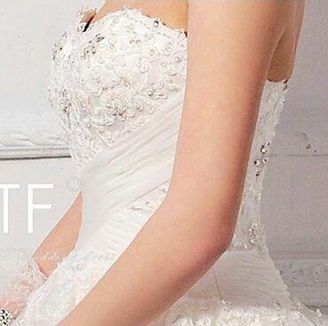 Свадебные платья и аксессуары - Кыргызстан: Продаю свадебное платье. Размер 44-46 цвет айвори. Состояние хорошее
