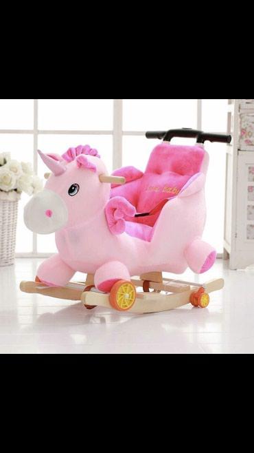 Игрушки - Лебединовка: Продаю лошадку-качалку музыкальную на колесах состояние отличное 5+