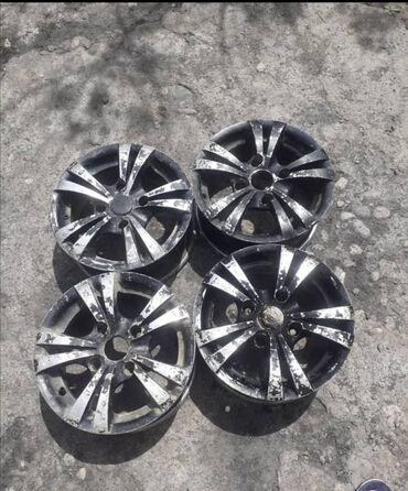 купить титановые диски на ниву в Кыргызстан: Титан диски, R13 не кривой, не битый. Размер 13. Вотсап номер