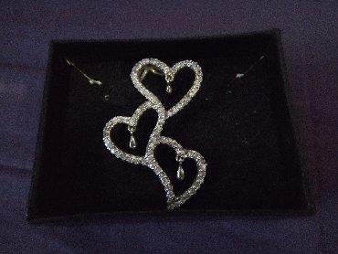 Nov srebrni privezak sa cirkonima,3 srca u nizu,tezak 5,7g,ima zig 925