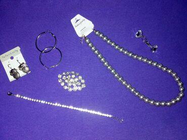 Ostalo - Arandjelovac: Nov nakit nije korišćen - bižuterija (3 para minđuša, broš, narukvica