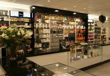 Bakı şəhərində 28 mayda yerləşən parfumeriya mağazasına satıcı xanim tələb olunur.Əmə