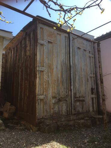 Qarajlar - Azərbaycan: Zabrat 1 də Zəka tədris mərkəzinin yaxınlığında konteyner