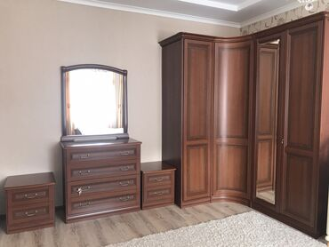 Гарнитуры - Кыргызстан: Спальная мебель почти в идеальном состоянии. Пользовались очень аккура