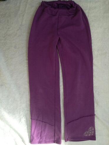 Dečije Farmerke i Pantalone   Vranje: Prelepe kvalitetne trenerke vel 14 ljubičaste boje, donji deo nekoliko
