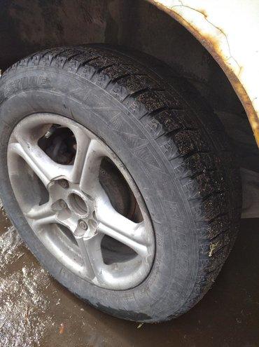 шины 205 65 r15 лето бу в Кыргызстан: СРОЧНО Комплект диски с резиной r15 4 шт разбалтовка 100 и 114/3 или