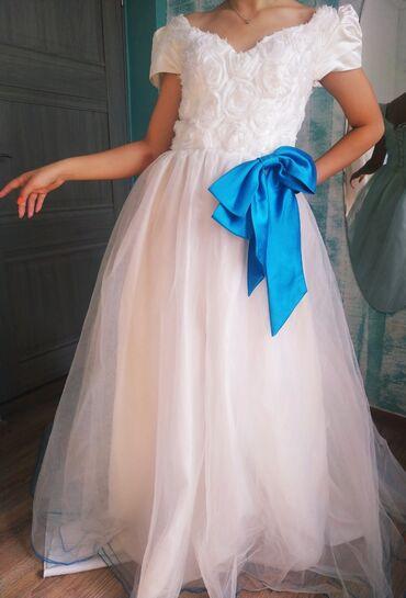 летнее платье трапеция в Кыргызстан: Роскошное свадебное платье. 42 - 44 размер.   Можно убрать бант