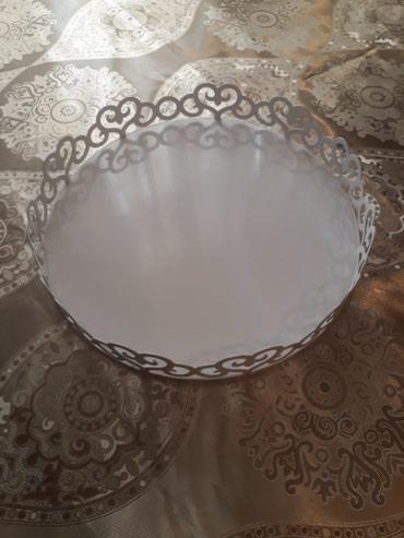Bakı şəhərində Ag rengi sevenlere cox gozel demir materialli tort qabi. padnos kimi