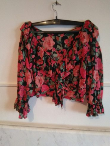 Elegantna košulja sa cvetnim motivima S/M veličine - Kragujevac
