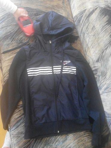 Продаю женскую ветровку спортивку бу сост. отличное. размер 44 46 в Бишкек