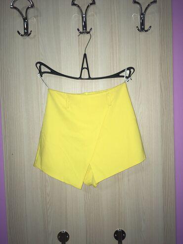 Žuti šorc, prelepo stoji, javiti se u inbox za informacije