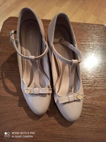Туфли почти новые пару раз одевала размер 37 отдам босоножка в