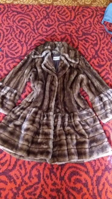 Шубы в Кыргызстан: Шуба. красивая .искуств. 52 54 размер. цена снижена. 300сом