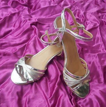 Farmerke-th - Srbija: Srebrne sandale br. 36/37 sa blok petom kao nove. Označen broj je 36