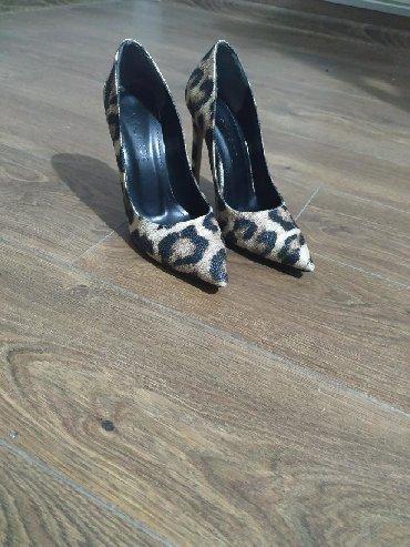 Ženska obuća | Plandište: Veoma atraktivne Le Scarpe cipele, obuvene 2-3 puta. Broj 38, štikla