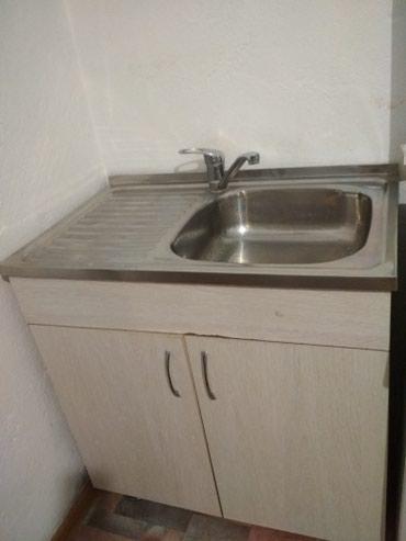 Кухонная мойка и шкаф. Мойка 1200сом и шкаф 800 сом  торг уместен в Бишкек
