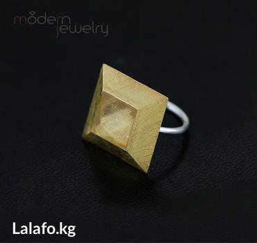 Кольцо из серебра 925 пробы с позолотой и кристаллом. Безразмерное. в Бишкек