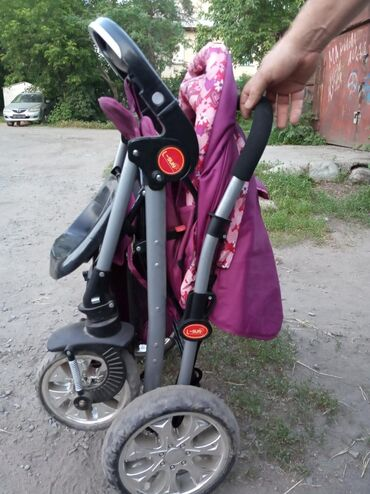 Продаю б/у детскую коляску 2500 сом и б/у детские ходунки 500сом