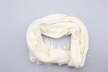 Аксессуары - Украина: Жіночий шарф з бахромою Merona    Колір: білий Довжина: приблизно 170