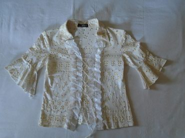 Romantična i ženstvena košuljica M veličine, idealna  za leto sa - Belgrade
