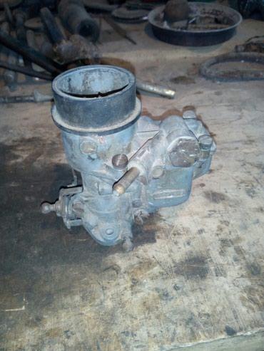 Polovan karburator za Fiat 750 - Fića.Potpuno ispravan. Pored - Trstenik