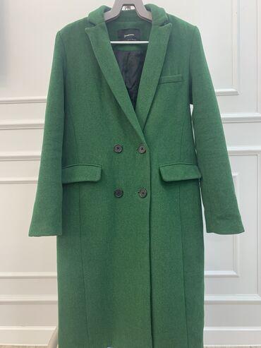 Стильное пальто,размер S,MЗима Stradivariusидеальное состояние
