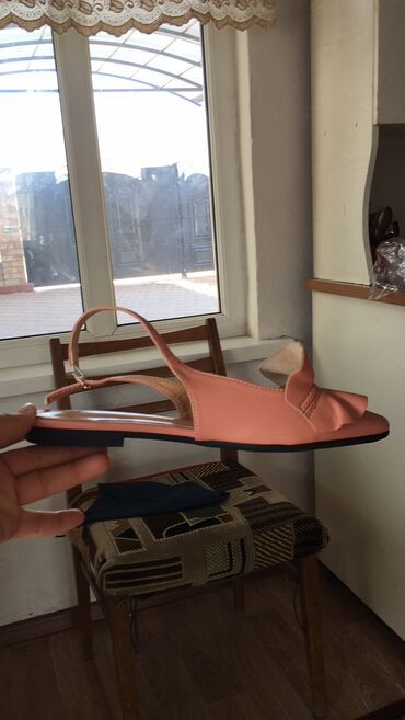 Женская обувь, кожаные, размер не подошёл, размер на 38(маломерят), но