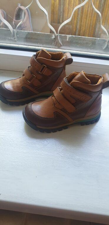 Детская обувь - Бишкек: Продаю абсолютно новые деми ботинкина мальчика. Брали в прошлом году