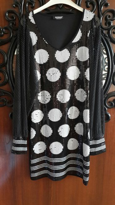 Bakı şəhərində Dubai den alinib. 36 38 olcude elbise.Turkiye istehsalidir.ustu