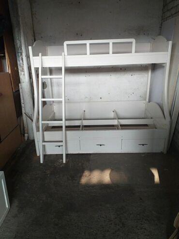 Кровать двухярусная размер низ длина 2м ширина 1м 20см, верх длина 2м
