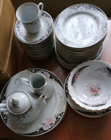 тарелка блюдце в Кыргызстан: Набор посуды продаю:54 предмета:3 больших блюда, диаметр 27 см,4
