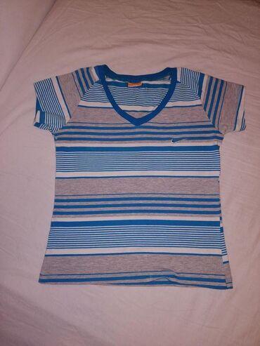 Majica s veličina Nike 300 dinara