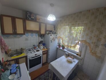 2 комнатные квартиры в бишкеке продажа в Кыргызстан: 104 серия, 2 комнаты, 45 кв. м Бронированные двери, Неугловая квартира, Сквозная планировка