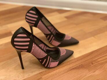 женские коралловые туфли в Азербайджан: Stiletto 37 razmer, Istanbuldan alinib, 1 defe geyinilib, razmer uygun