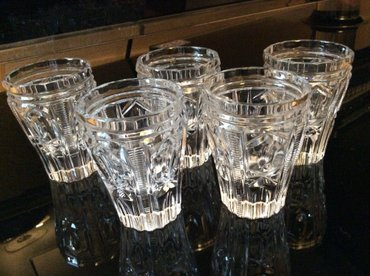 Bakı şəhərində продаю хрустальные стопки для водки. всего 5 шт. цена 25 ман.