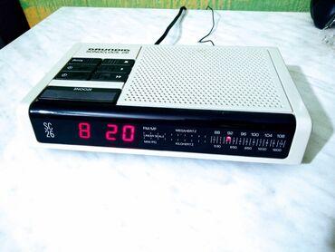 Grundig - Srbija: Ispravan radio sat Grundig, hvata stanive, alarm, vreme, sve ispravno