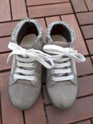 Naturino - Srbija: Naturino sive poluduboke cipelice od prevrnute kože, veličina 27. Malo