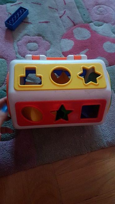 Kutija za ubacivanje oblika. napred je sat. spreda je guma pa deca - Beograd