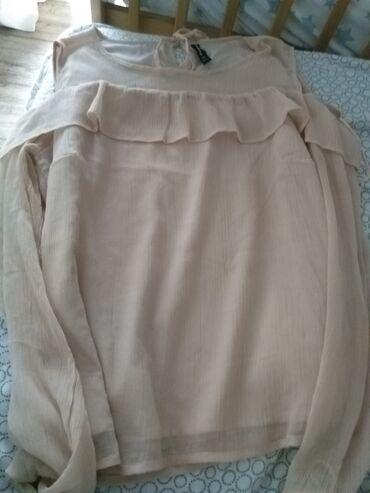 Bluza jako lepa,nosena samo jedanput. Velicina L,ima preko karner koji