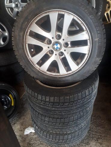 Титановые диски на BMW с зимней резиной, в Бишкек