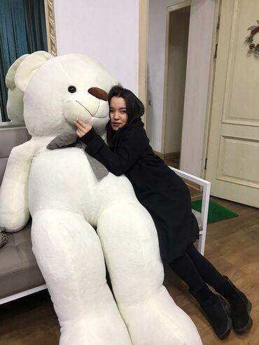 Игрушки - Кыргызстан: Мишка двухметровая Стоит 8 тысяч для 8- марта . Напишите